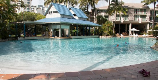 cairns novotel oasis resort review